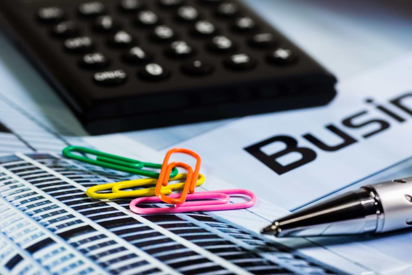 calculator-paperclip-pen-office-66862 (1)