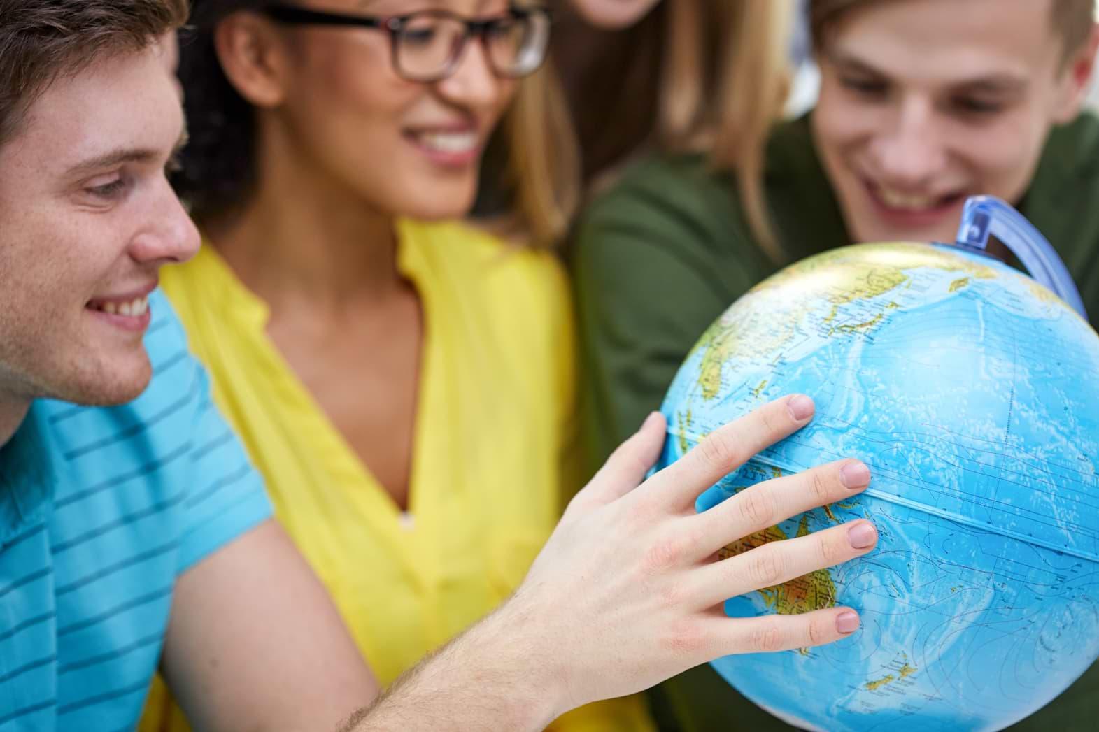 Unga lär sig om privatekonomi globalt
